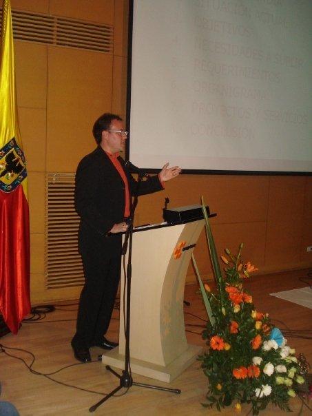 Sr. Cristhian Salamanca presentando la Asociación