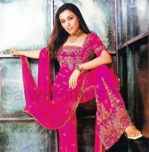 La actriz Rani Mukherjee en una versión tradicional del Salwar Kameez.