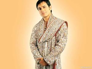 Saif Ali Khan en un sherwani para la película 'Kal Hoo Na Hoo'