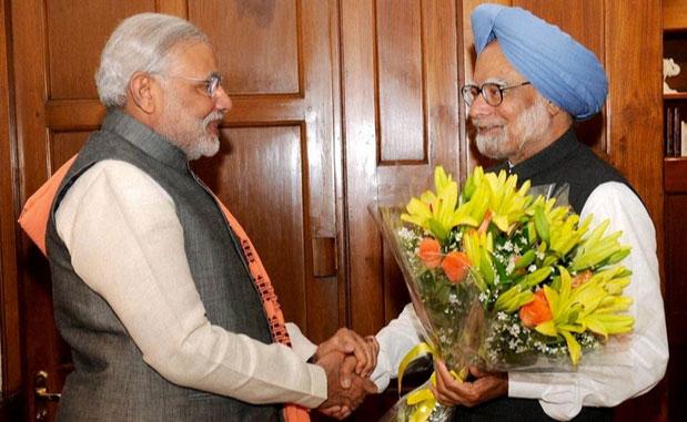 El primer ministro Modi visitó al primer ministro saliente, Manmohan Singh, justo después de prestar juramento. ( www.cuurentnewsofindia.com)